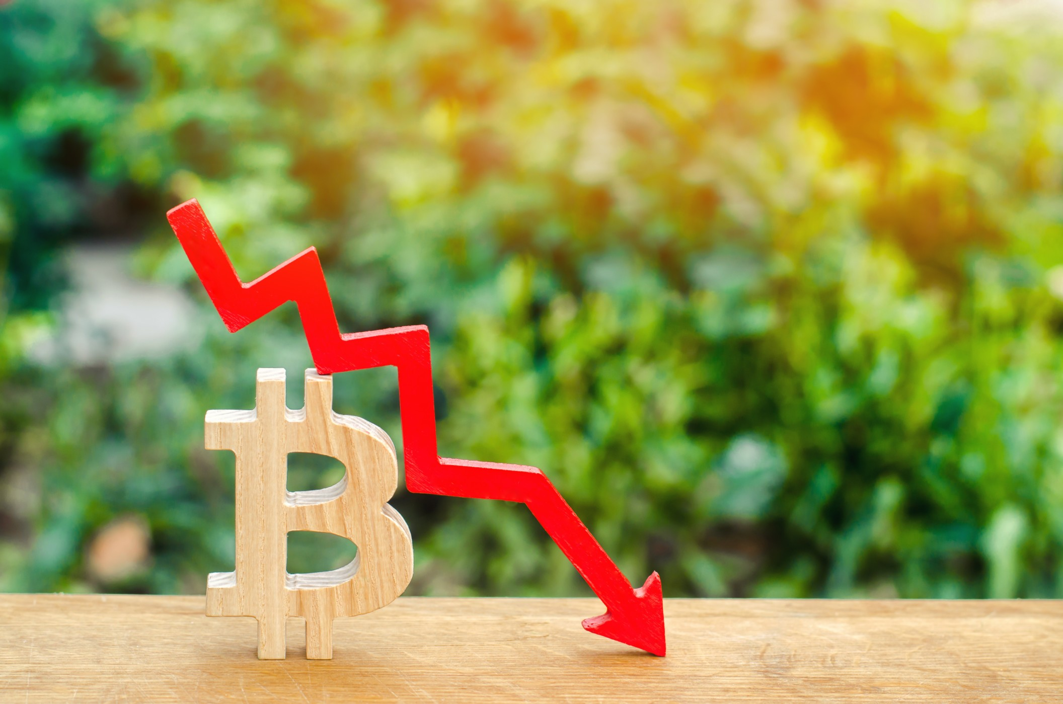 fall-in-the-cost-of-bitcoin-the-collapse-of-the-crypto-currency-market-blockchain-technology-wooden_t20_Xzd4Eb.jpg