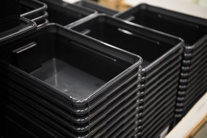 black-plastic-box-containers-in-row-at-store-SP4FMTH.jpg